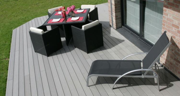 cr er une terrasse pourquoi opter pour la lame composite plan de maison. Black Bedroom Furniture Sets. Home Design Ideas