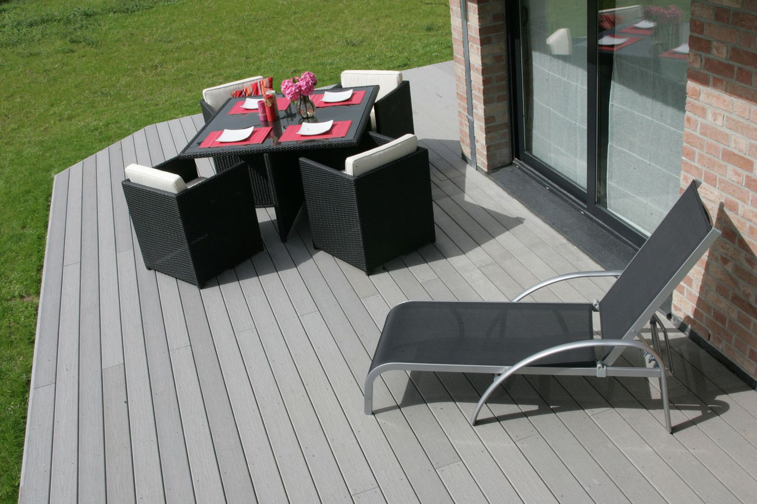 cr er une terrasse pourquoi opter pour la lame composite plan de maison. Black Bedroom Furniture Sets. Home Design Ideas