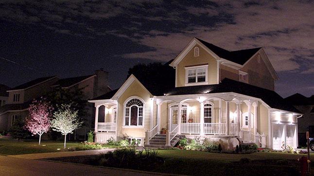 Bien choisir ses luminaires d ext rieur plan de maison for Electricite exterieur jardin